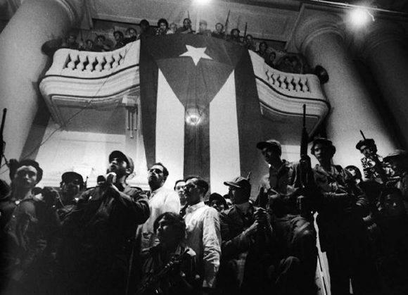 Discurso de Fidel al pueblo cienfueguero.