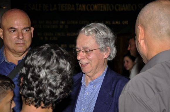 Alex Castro (izquierda), Frei Betto, y familiares. Foto: Roberto Garaycoa Martínez/ Cubadebate