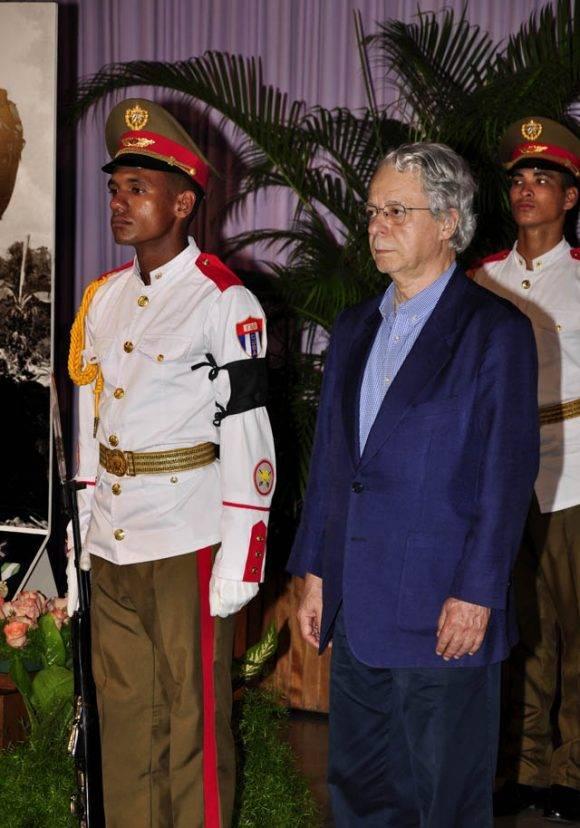 Frei Betto rinde homenaje al Líder de la Revolución, este 28 de noviembre de 2016. Foto: Roberto Garaycoa Martínez/ Cubadebate