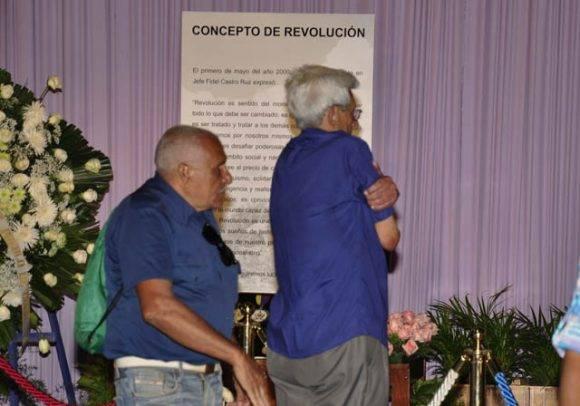 El abrazo de sus compañeros. Foto: Roberto Garaycoa Martínez/ Cubadebate