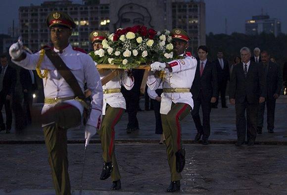 Justin Trudeau rinde honores a Martí. Foto: Ladyrene Pérez/ Cubadebate