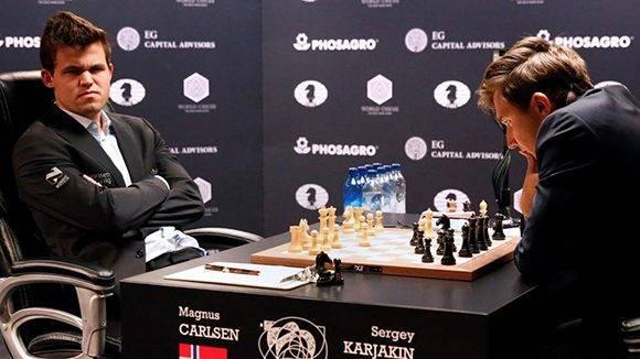 El match entre el noruego Carlsen y el retador ruso, Karjakin, marcha empatado tras dos encuentros. Foto tomada de Marca.
