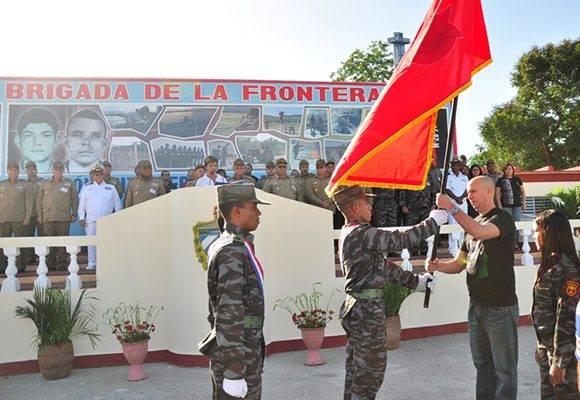 La Bandera de Honor de la UJC, máximo galardón colectivo que otorga esa organización, se entregó por segunda ocasión a la Brigada de la Frontera, Orden Antonio Maceo. Foto: Lorenzo Crespo Silveira/ Venceremos.