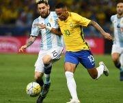 El clásico de las Américas estaba marcado por el duelo Neymar-Messi, donde el brasileño salió con una amplia sonrisa. Foto: Vanderlei Almeida/ AFP.