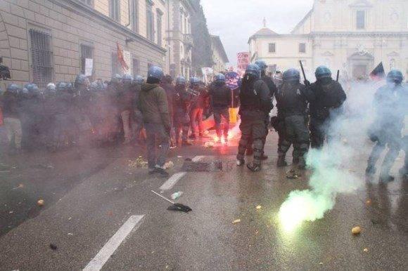 Violencia marca protesta antigubernamental en Italia. Foto: La Nazione.