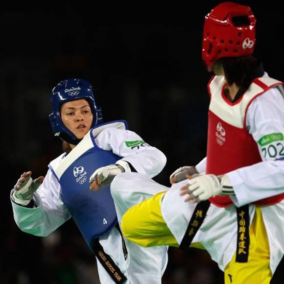 Espinoza no pudo contrarrestar la diferencia de tamaño con su rival, que fuera de los Juegos Olímpicos participa en otra categoría. Foto: Getty Images.