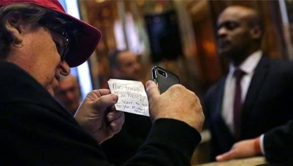 El cineasta Michael Moore en la Trump Tower en Nueva York el 12 de noviembre. Foto: Getty Images.