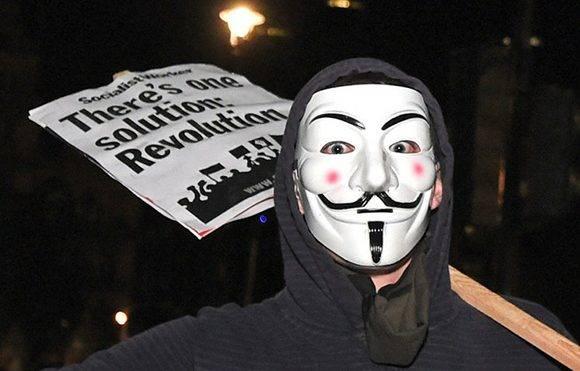 Hay una solución la revolución se lee en una pancarta durante la manifestación en Londres cerca del Parlamento. Foto David Mirzoeff.