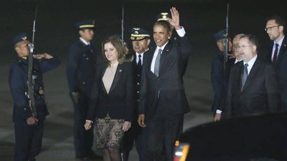Obama a su llegada a Perú, también recibido por la vicepresidenta, Mercedes Aráoz. 18, 2016. Foto: AP/ Esteban Felix.