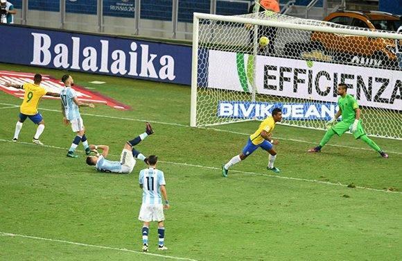 Paulinho puso el punto final a la goleada. Foto: Evaristo Sa/ AFP.
