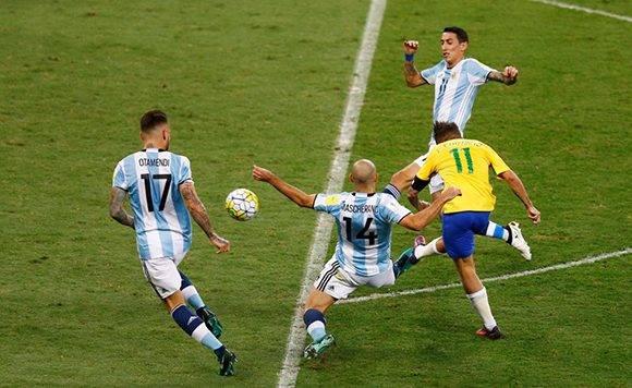 Philippe Coutinho anotó el primer tanto. Foto: Ricardo moraes/ Reuters.