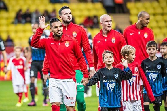 Radamel Falcao antes del inicio del partido que enfrentó al Mónaco y al Nancy. Foto tomada de la página oficial del jugador colombiano.