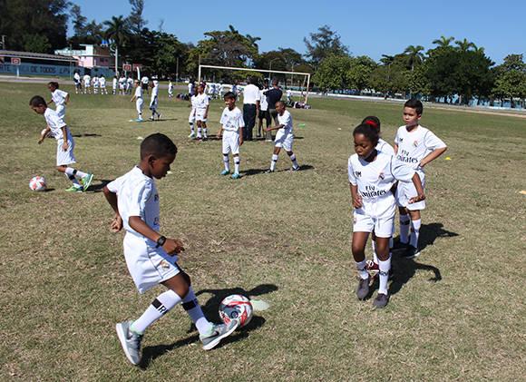 Especialistas del Real Madrid comparten experiencias con niños cubanos (+ Fotos)