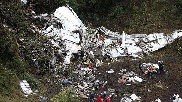 Restos del avión accidentado en Colombia en el que viajaba el Chapecoense. Foto: Raul Arboleda/ AFP.
