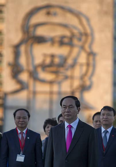 Tran Dai Quang, Presidente de la República Socialista de Vietnam, rindió honores al prócer de la Independencia cubana, José Martí. Foto: Ladyrene Pérez/ Cubadebate