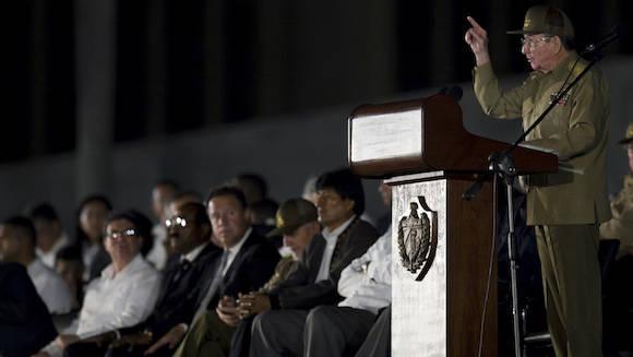 Raúl Castro interviene en el homenaje a Fidel en la Plaza de la Revolución. Foto: Ladyrene Pérez/ Cubadebate