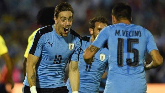 Uruguay festeja su primer gol en la victoria ante Ecuador. Foto tomada de Marca.