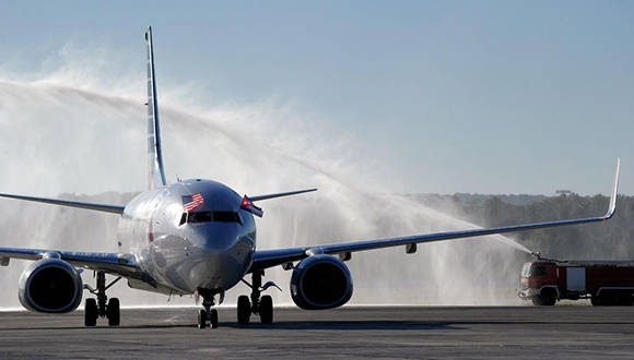 Avión de American Airlines a su llegada a la capital cubana. Foto: AFP.