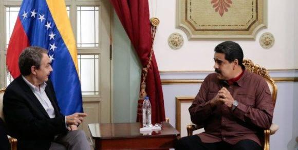 Expresidente de España José Luis Rodríguez Zapatero en conversación con Nicolás Maduro, presidente de la República Bolivariana de Venezuela.