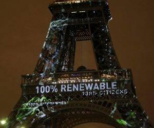 Proyección en la torre Eiffel sobre el Acuerdo de París. Foto: AP