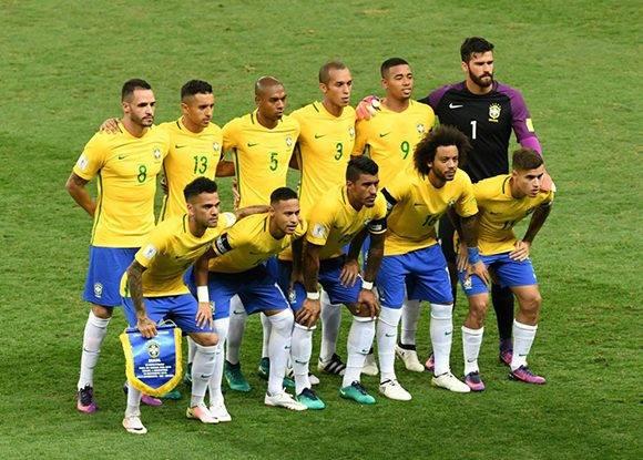 La alineación de los ganadores. Foto: Evaristo Sa/ AFP.