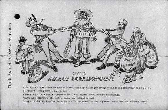 """La caricatura muestra a Theodore Roosevelt y al líder republicano de la Cámara de Representantes Sereno Payne apretando un cordón (la """"Ley de Tarifa 1897) alrededor de la cintura de un hombre que representa a """"Cuba"""". Alude al tratado de reciprocidad, la anexión cubana y el comercio."""