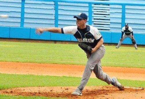 Carlos Santiesteban, lanzador de Holguín. Foto: Archivo Diario Ahora