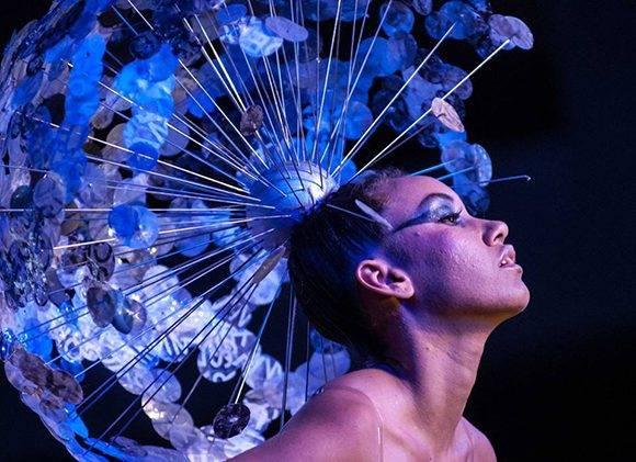 iseño de Alexander Rodríguez inspirado en la obra Constelación, del artista de la plástica Mabel Poblet, de la Colección Remixed, en Arte y Moda, en el Museo Nacional de Bellas Artes, en La Habana, el 13 de noviembre de 2016. ACN FOTO/Diana Inés RODRÍGUEZ RODRÍGUEZ.