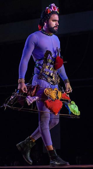 Diseño de Mariela Alemán inspirado en la obra Carta, de Frida Khalo a Diego Rivera, de la artista de la plástica Lesbia Vent Dumois, de la Colección Remixed, en Arte y Moda, en el Museo Nacional de Bellas Artes, en La Habana, el 13 de noviembre de 2016. ACN FOTO/Diana Inés RODRÍGUEZ RODRÍGUEZ.