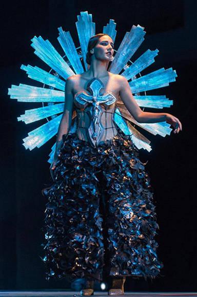 Diseño de Jacqueline Fumero inspirado en la obra La Promesa, del artista de la plástica Leopoldo Romañach, de la Colección Remixed, en Arte y Moda, en el Museo Nacional de Bellas Artes, en La Habana, el 13 de noviembre de 2016. ACN FOTO/Diana Inés RODRÍGUEZ RODRÍGUEZ.