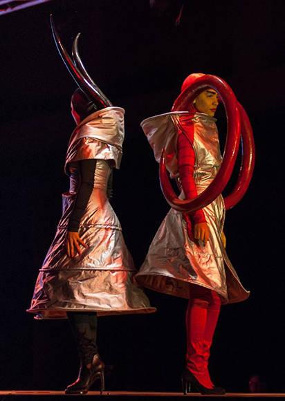 Diseño de Roly Rius y Omar A. Jiménez inspirado en la obra De la serie The Prey, del artista de la plástica The Merger, de la Colección Remixed, en Arte y Moda, en el Museo Nacional de Bellas Artes, en La Habana, el 13 de noviembre de 2016. ACN FOTO/Diana Inés RODRÍGUEZ RODRÍGUEZ