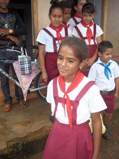 Mélani y sus compañeros confían en que la escuela pronto estará recuperada y quedará igual o mejor que antes. Fotos: Jéssica Eliás Domínguez