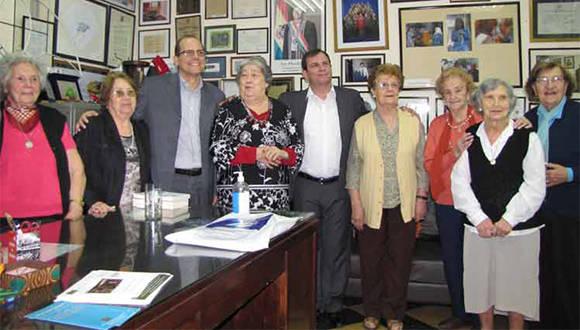 Bonafini le contó a Fernando González la larga batalla de las madres por sus hijos desaparecidos durante la última dictadura militar. Foto: Prensa Latina.