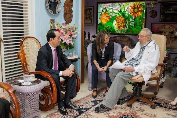 Fidel se reúne con el Presidente de Vietnam. Foto: Alex Castro