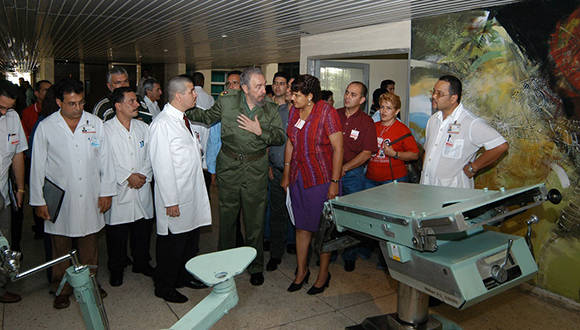 Fidel en su última visita a Cienfuegos por los 25 años del hospital provincial. Foto: 5 de septiembre.