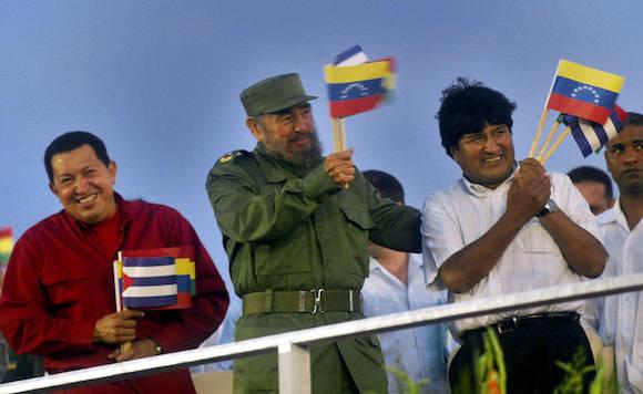 Con Evo y Chávez en la Plaza de la Revolución. Foto: Ismael Francisco/ Cubadebate