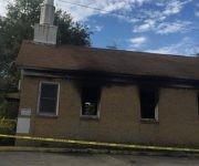 La iglesia quemada  y pintada en Mississippi, Estados Unidos. Foto: REUTERS.