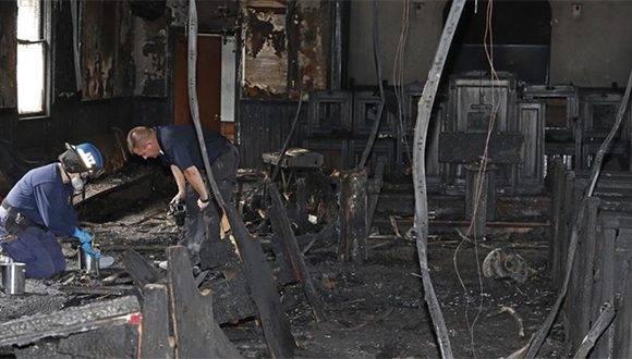 Los bomberos determinaron que el fuego, que quemó durante la noche del martes, fue intencionado. Foto: KCBQ.