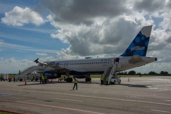 Primver vuelo de Jet Blue llegó a Camagüey. Foto: Periódico Adelante