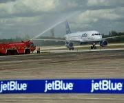 Bautismo del vuelo inaugural de la compañía aérea norteamericana Jetblue al aeropuerto internacional Frank País, de la ciudad de Holguín, Cuba, el 10 de noviembre de 2016. ACN FOTO/Juan Pablo CARRERAS