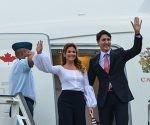 Justin Trudeau (D),  Primer Ministro de Canadá,arriba a Cuba en visita oficial, en el Aeropuerto Internacional José Martí, en La Habana, el 15  de noviembre de 2016.  ACN FOTO/Marcelino VAZQUEZ HERNANDEZ/