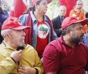 El expresidente Lula asistió este sábado a un acto de denuncia en solidaridad con las víctimas del ataque policial contra el Movimiento Sin Tierra (MST).