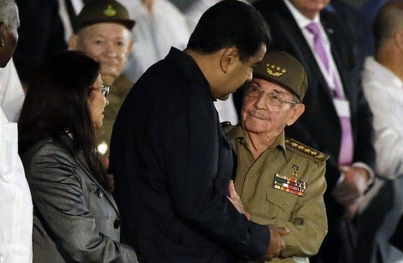Raúl y el Presidente de Venezuela, Nicolás Maduro. Foto: Ricardo Mazalan/ AP