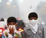 niños respirando aire tóxico