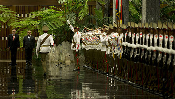Recibe Raúl Castro a primer ministro de Papúa Nueva Guinea