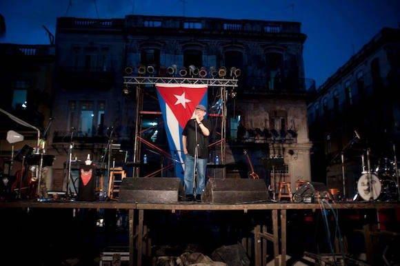 Concierto de Silvio Rodríguez en la Plaza del Cristo, Habana Vieja. Foto: Iván Soca/ Facebook