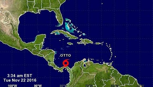 """Los científicos del NHC, con sede en Miami, advirtieron de que Otto experimentará un """"fortalecimiento adicional"""" en las próximas 48 horas."""