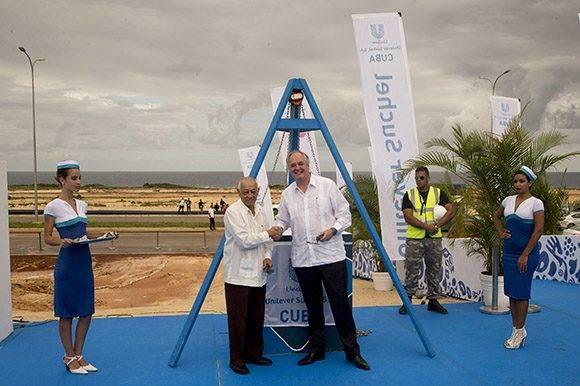 Polman recalcó que la nueva planta demostraba el compromiso de Unilever de invertir en el crecimiento a largo plazo de la economía de Cuba. Foto: Ismael Francisco/ Cubadebate.