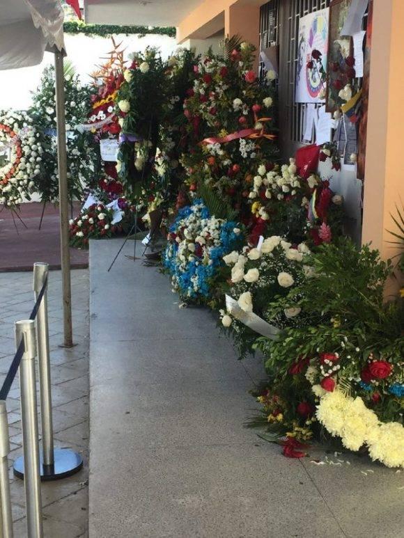 Ofrendas florales para Fidel en la Embajada de Cuba en Caracas. Foto: @Cubadebate