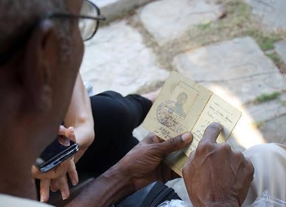 Documentos de los años universitarios de Sergio Ballester. Foto: José Raúl Concepción Llanes/ Cubadebate.